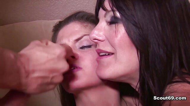 لاغر چشم داستان سکس با خانم معلم آبی Kyler Queen بمکد دیک یک مرد بالغ