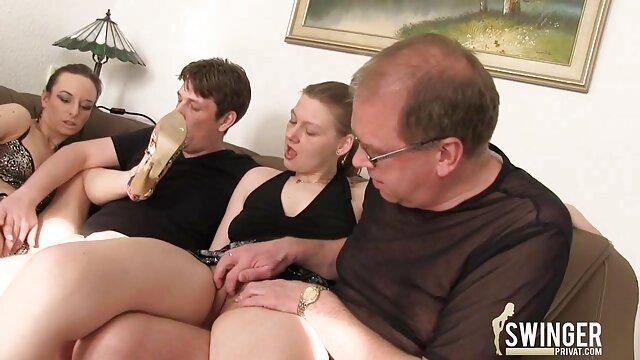 بیشتر سکس معلم در خانه از همه لزبین ها عاشق لیس پذیری و خودارضایی با انگشتان دست