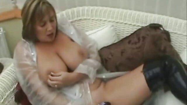 پیر زن پریدن از روی سکس با خانم معلم کیر
