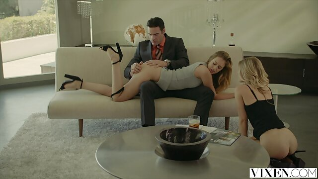 Drysch Timofey شلاق sexبا معلم طبیعی سینه زن شوقین taisiya روی تخت